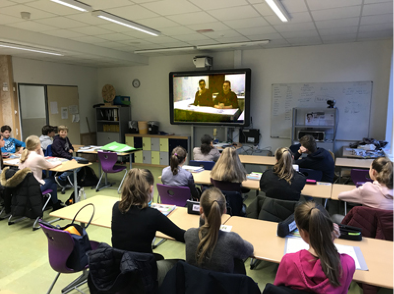 Videokonferenz im Klassenraum